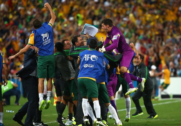 استرالیا 2 - 1 کره جنوبی؛ پرچم استرالیا، بر بام آسیا